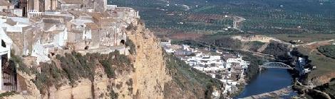 Arcos entre los 10 pueblos más bonitos construidos sobre acantilados en España