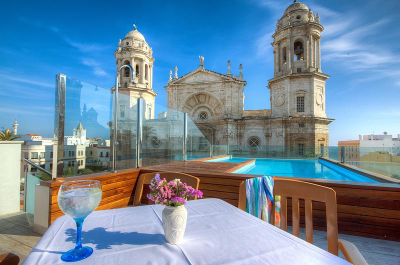 Hotel-La-Catedral-Cadiz-Piscina