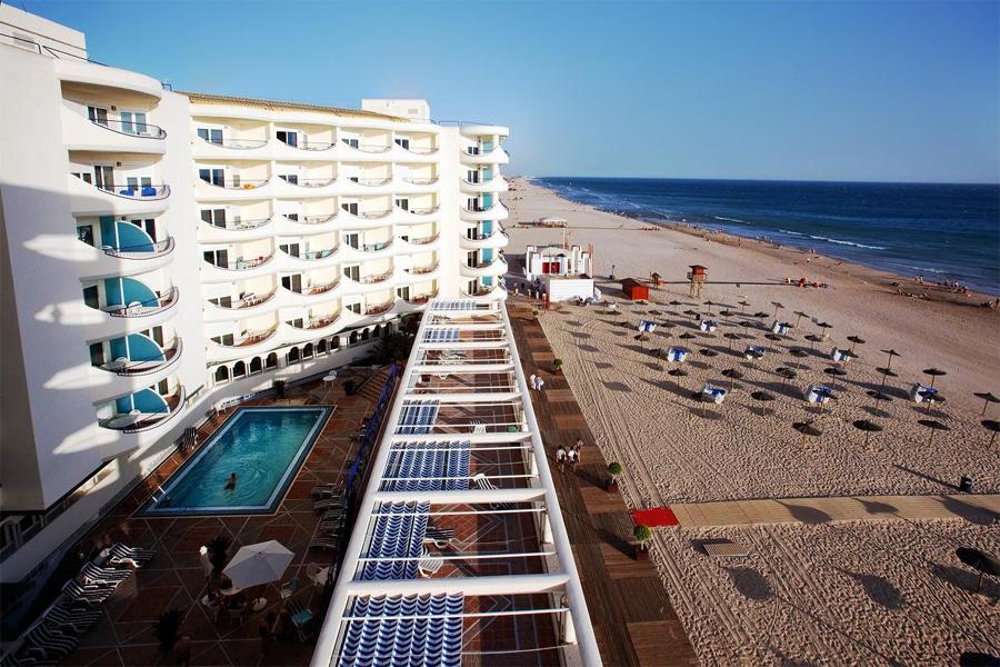 hotel-playa-victoria-piscina