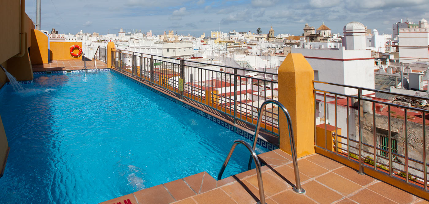 hoteles con piscina en cadiz capital cadiz diferente