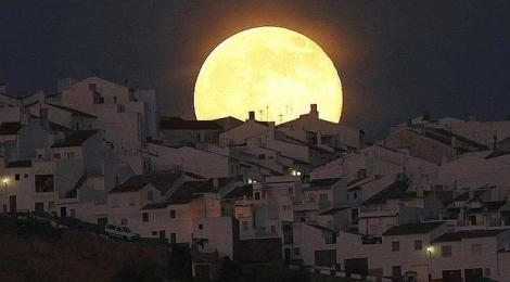 La Superluna de Olvera, imagen que da la vuelta al mundo
