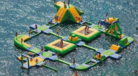 Parque acuatico flotante en las playas de Chipiona y Algeciras