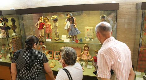 Exposición de Muñecas Antiguas en Cádiz con paseo por la Alameda Apodaca y el Parque Genoves
