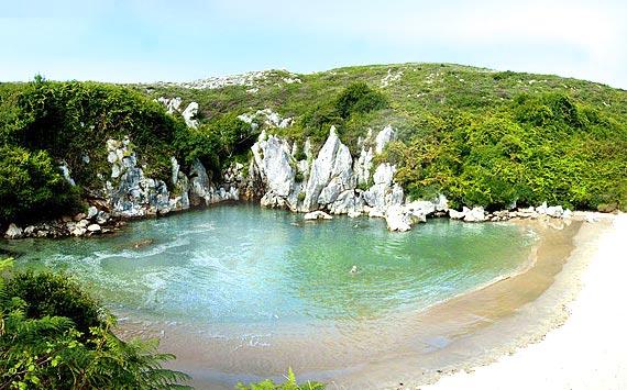 Playa-Gulpiyuri-Asturias