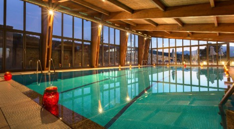 Hoteles con piscina climatizada en espa a cadiz Piscina interior precio