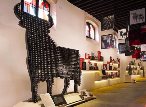 Toro_Gallery_Osborne_Puerto_Santa_María_Exposición