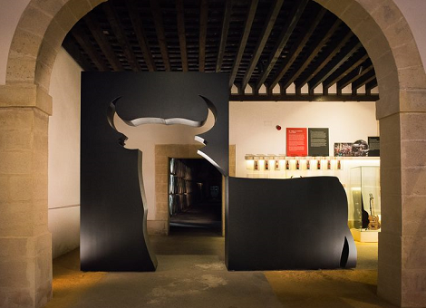 Toro_Gallery_Osborne_Puerto_Santa_María_Exposición_2016